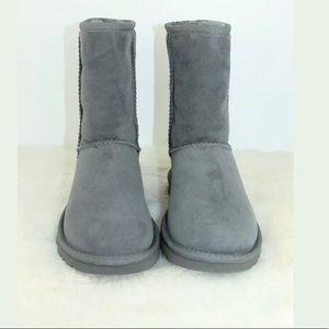 Ugg Australia Women's Classic Short Boots in Grey